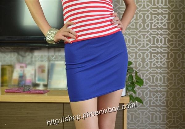 ボディコン通販の商品:タイトスカート・ブルーE1113・素人着用写真2