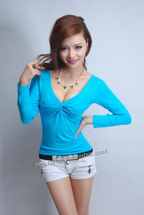 ボディコン通販の商品:セクシー長袖Tシャツ・ブルーE3016・素人着用写真1