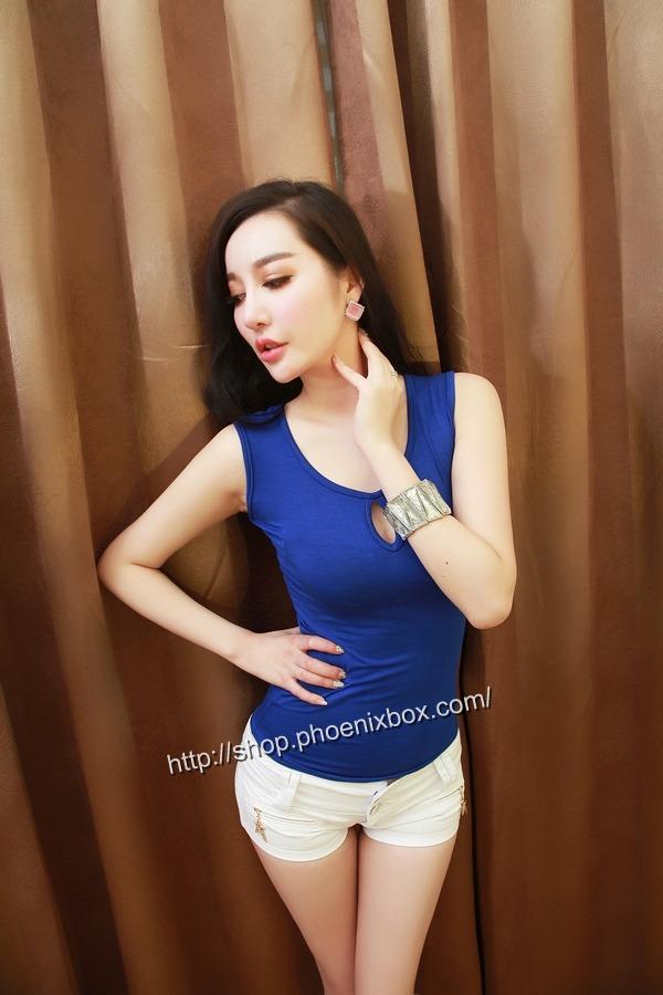 ボディコン通販の商品:ピタピタ細身Tシャツ・ブルーE6613・素人着用写真3
