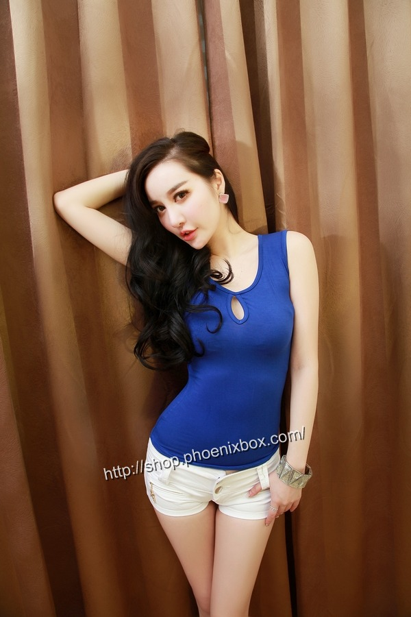 ボディコン通販の商品:ピタピタ細身Tシャツ・ブルーE6613・素人着用写真1