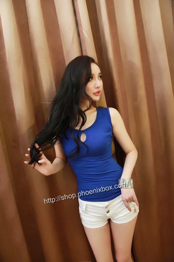ボディコン通販の商品:ピタピタ細身Tシャツ・ブルーE6613・素人着用写真2