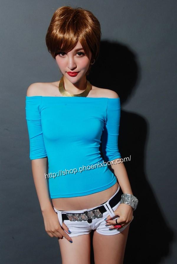 ボディコン通販の商品:7分袖オフショルダー・Tシャツ・ブルー90012・素人着用写真1