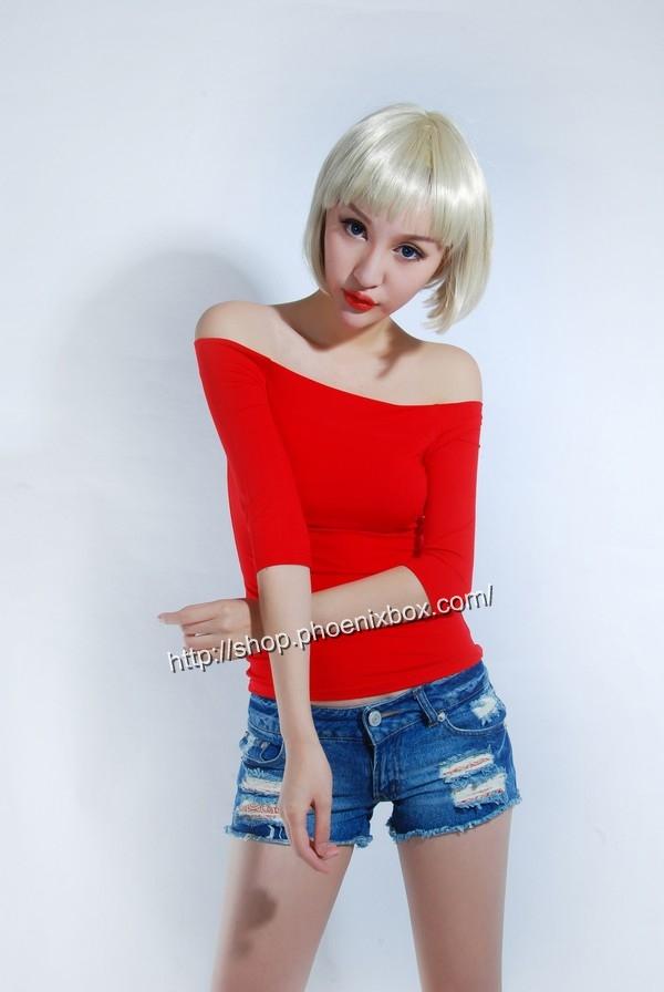 ボディコン通販の商品:7分袖オフショルダー・Tシャツ・赤90012・素人着用写真1