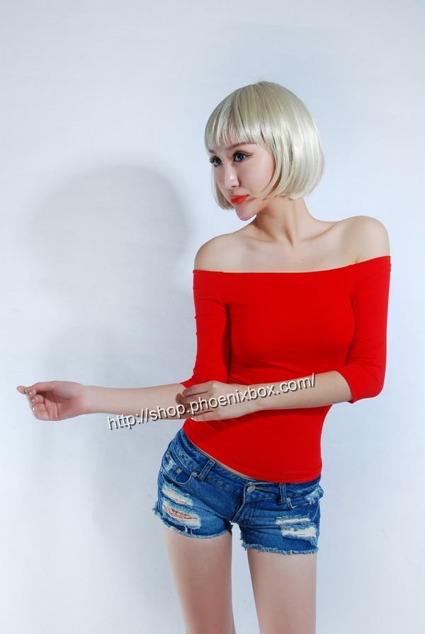 ボディコン通販の商品:7分袖オフショルダー・Tシャツ・赤90012・素人着用写真2