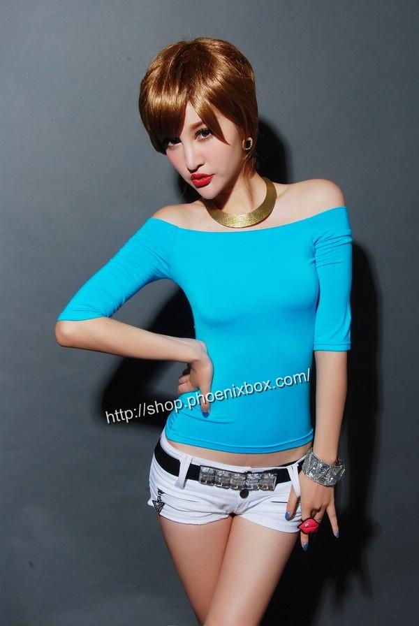 ボディコン通販の商品:7分袖オフショルダー・Tシャツ・ブルー90012・素人着用写真2