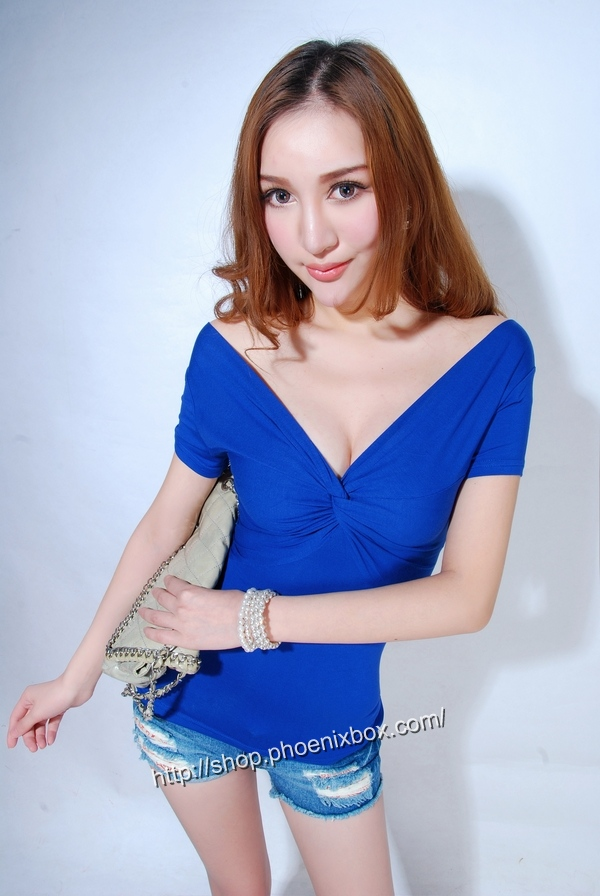 ボディコン通販の商品:半袖Tシャツ・ブルーE9081・素人着用写真1
