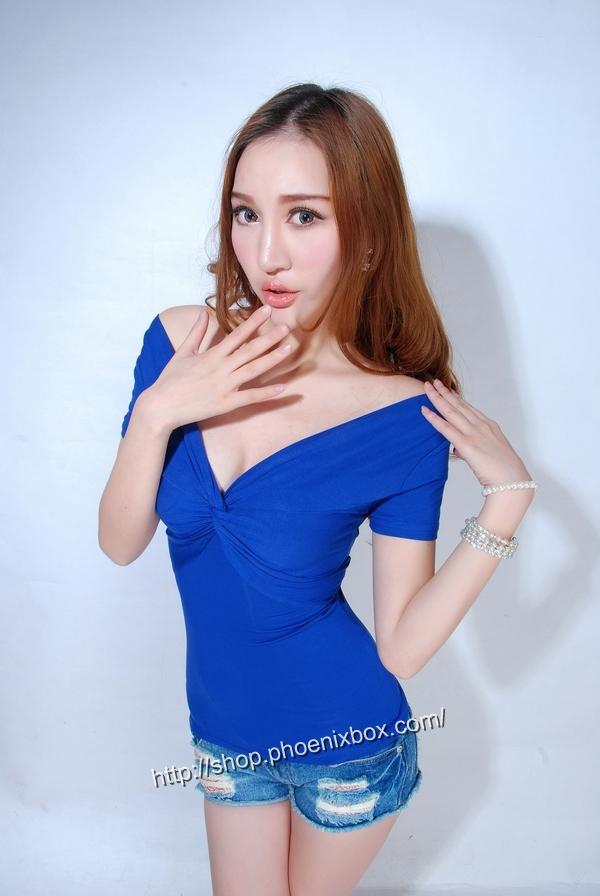 ボディコン通販の商品:半袖Tシャツ・ブルーE9081・素人着用写真3