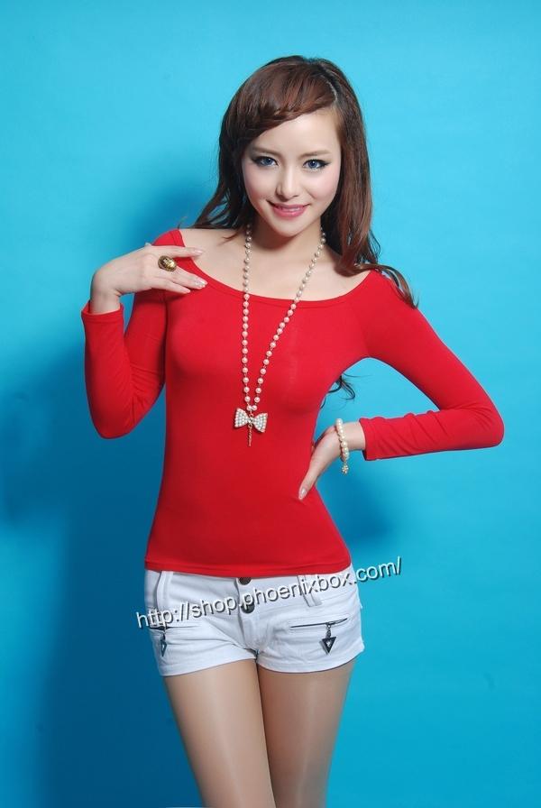 ボディコン通販の商品:オフショルダーTシャツ・赤E9793・素人着用写真1