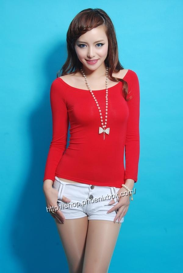 ボディコン通販の商品:オフショルダーTシャツ・赤E9793・素人着用写真2