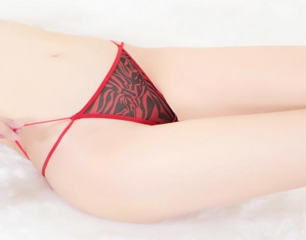 エロ下着の通販商品:ダブルストラップのTバック・赤・イメージ写真5