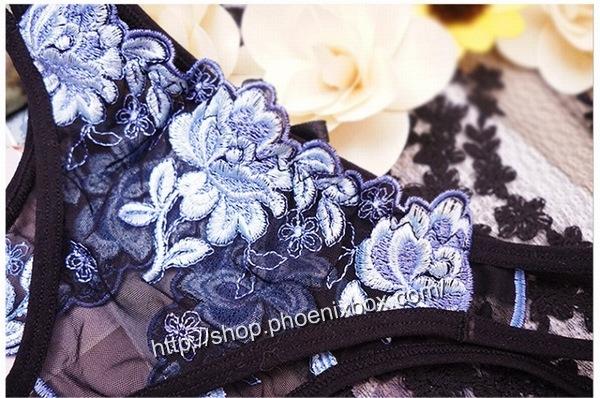 エロ下着の通販商品:花柄レースのオープンクロッチ・黒・イメージ写真4